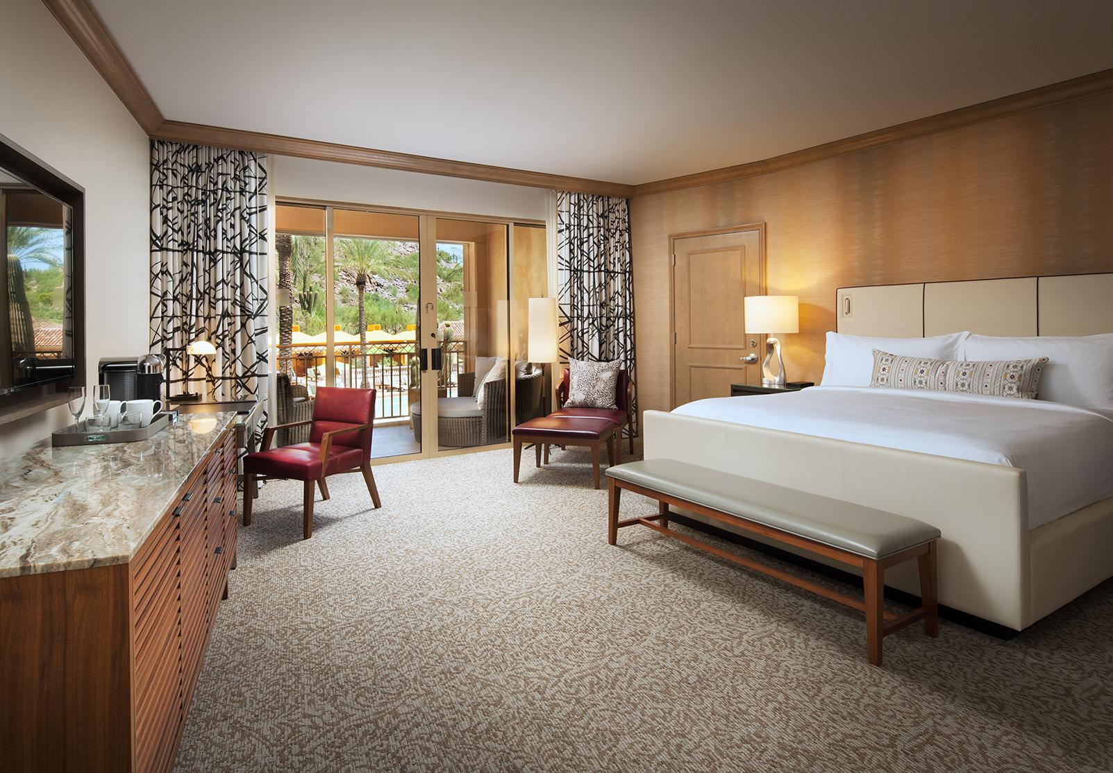 Canyon Suites guestroom - king bed