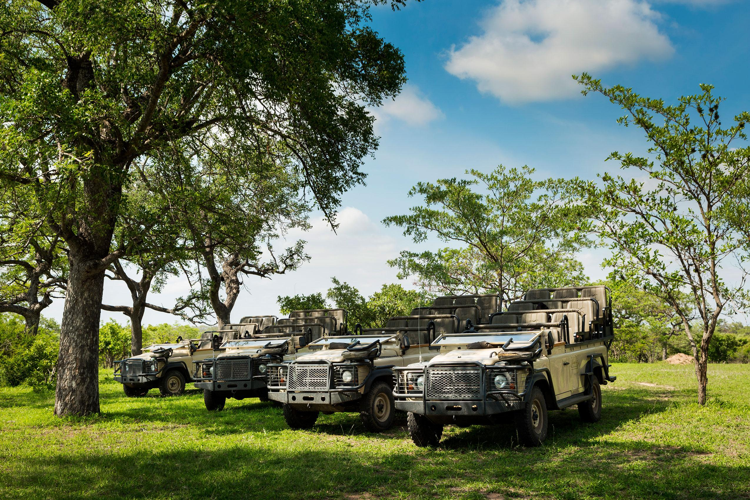 Game viewing-vehicles