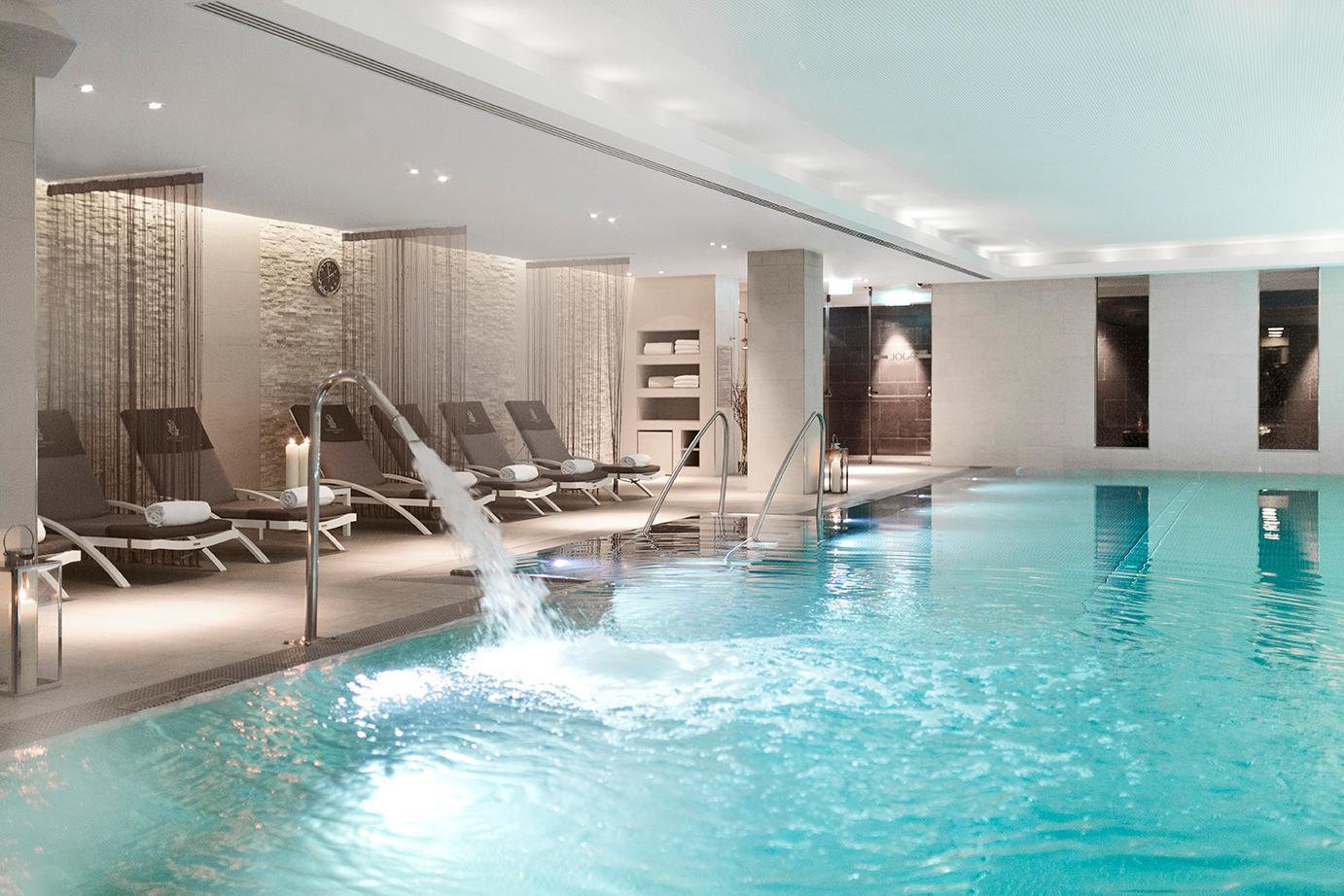 The 1000 sqm The Ritz-Carlton Spa feature one of the largest indoor pools of the entire city
