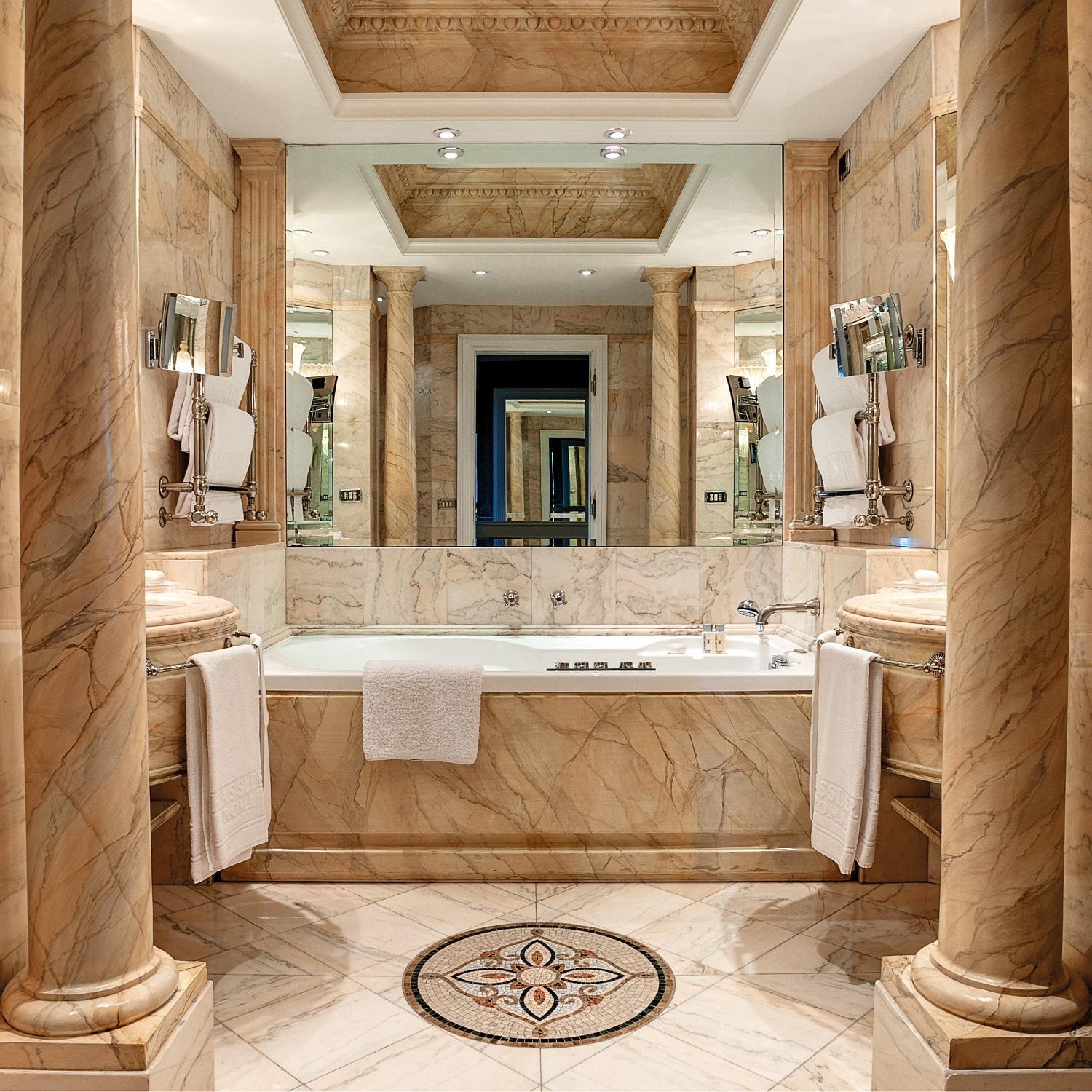 Grand Deluxe Suite Forum Bathroom