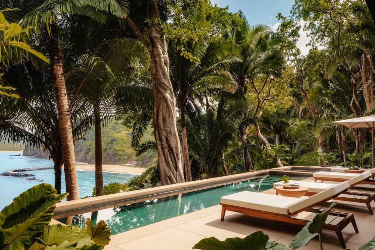Villa Jaguar - Pool and Seating Deck