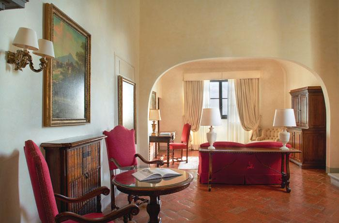 Living room of the Michelangelo Suite
